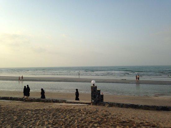 Cove Rotana Resort Ras Al Khaimah: Море отступило...