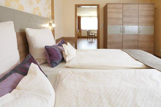 Hotel Pension Stern: Familienzimmer / Suite Schlafbereich