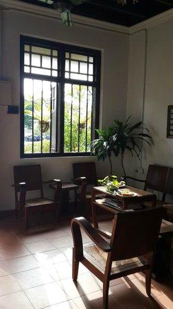 Cyclamen Cottage: Lobby