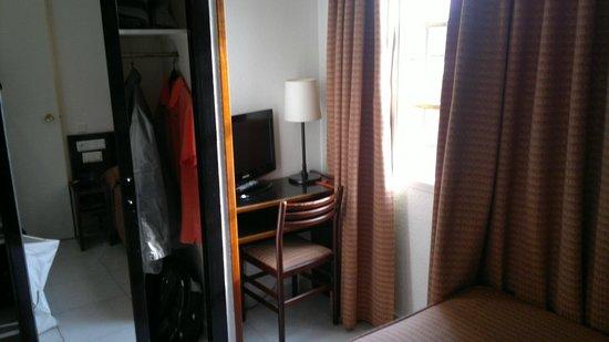 Hotel Medium Monegal: Стол