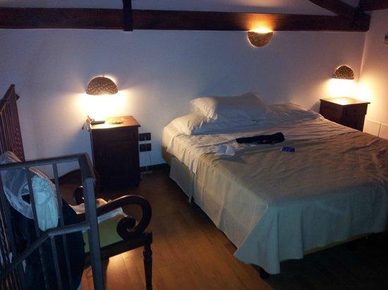 Hotel La Batia : Bett, 2.Ebene