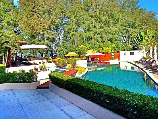 Dewa Phuket Resort Nai Yang Beach: Pool area at Dewa