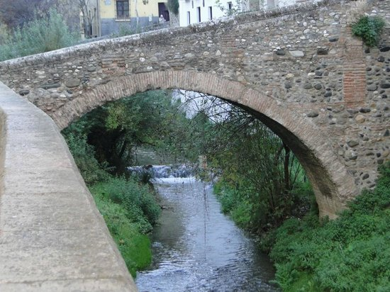 El Ladron de Agua: Puente del Darro casi en las puertas del hotel