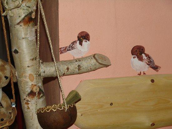 Artharmony Pension and Hostel: Vrabčáci v kuchyňce/Sparrows in the kitchen