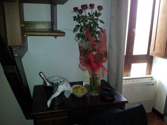 Hotel La Batia : Rosen uns Sekt  (haben wir selbst bestellt und bezahlt)