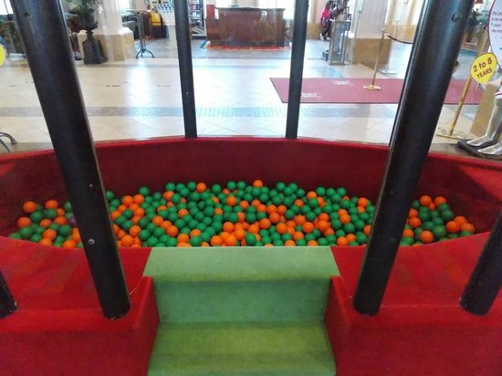 Vienna House Dream Castle Paris: She loved the ball pit!