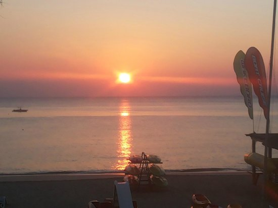 Fujairah Rotana Resort & Spa - Al Aqah Beach: Sunrise over the Gulf of Oman from our balcony
