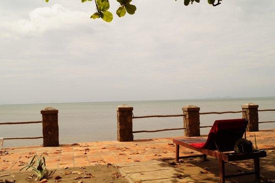 Kep Seaside Guesthouse: Gartenbereich