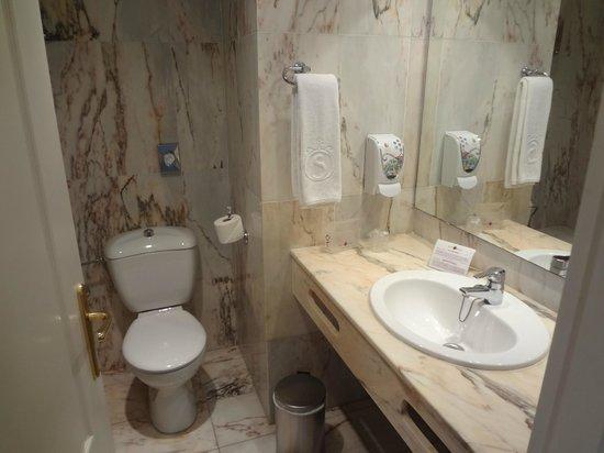 Salles Hotel Marina Portals: Ванная в номере