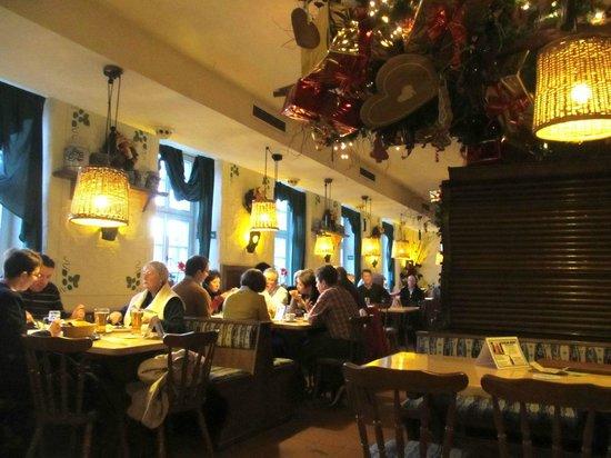 Domhof: Tables