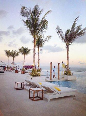 Lv8 Resort Hotel : Lets jump in ;)