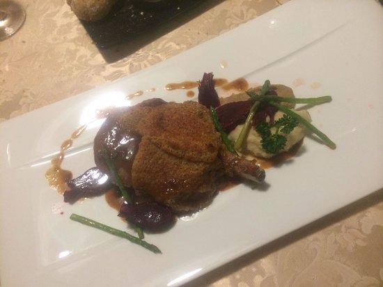 Gasthof Kirchsteiger: Steak di vitello con due diverse puree, rape e asparagi selvatici
