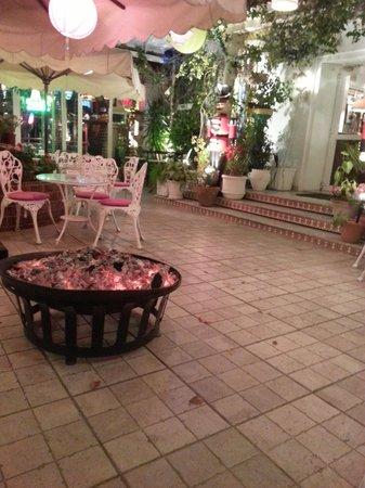 Le Plaza : Braseros pour profiter de l'extérieur en hiver