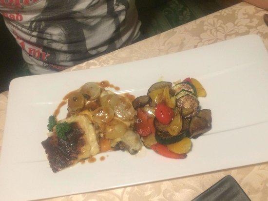 Gasthof Kirchsteiger: Filetto di manzo all'uva con patate gratinate e verdure saltate