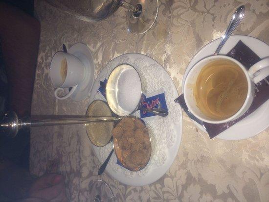 Gasthof Kirchsteiger: Anche il caffè ha il suo fascino, da notare come viene portato lo zucchero