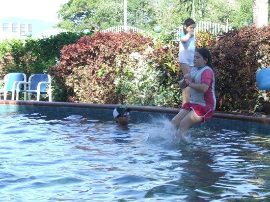 Cairns Coconut Holiday Resort: Water slide @Garden Pool