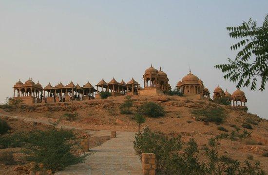 Desert Moon Guesthouse: View of Vyas Chhattri