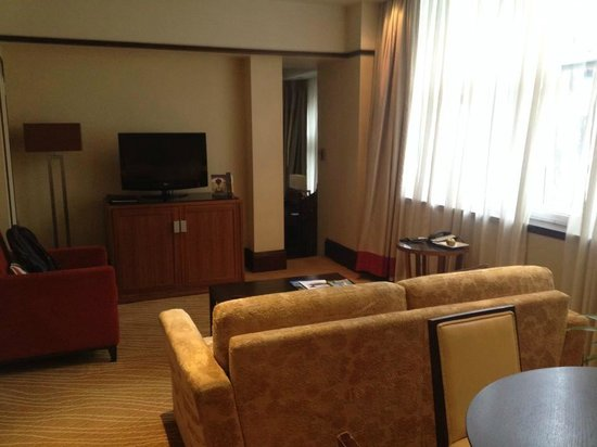 Leeds Marriott Hotel: Living room - suite