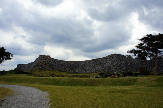 受付の門の城壁 - Picture of Nakijin Castle Remains, Nakijin-son - TripAdvisor