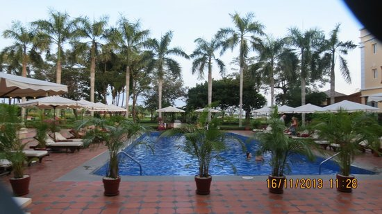 Victoria Can Tho Resort: View from end of pool to Mekong Delta