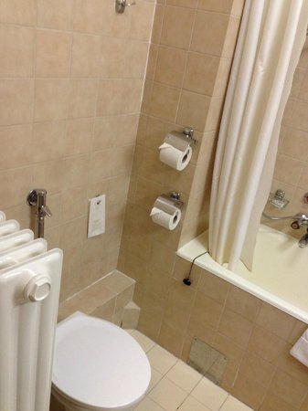 Hotel Raba City Center: Bathroom