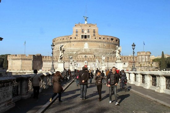 Angels & Demons Tour: In front on Castel Sant'Angelo
