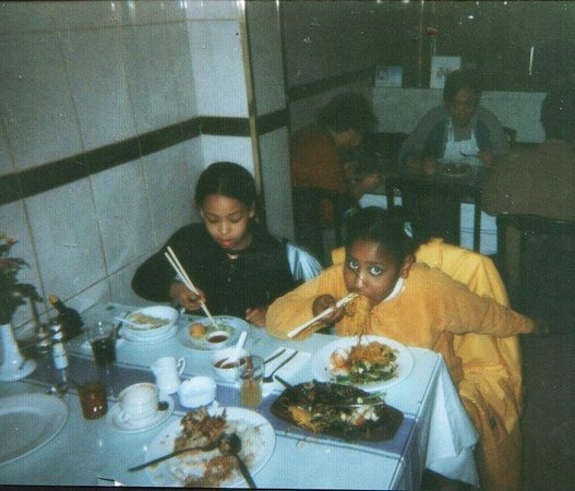 Nam Kee Nieuwmarkt: Me as a kid eating at Nam Kee (me on the right)
