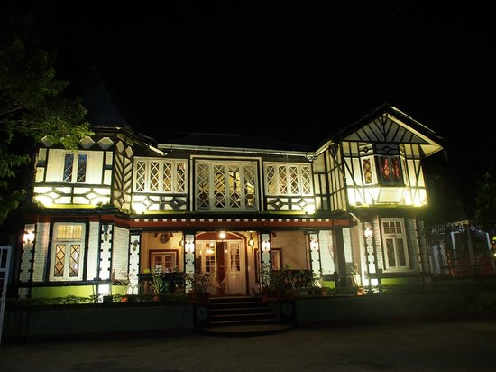 House of Memories Restaurant : Pretty building is a great setting for a restaurant.