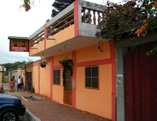 Hosteria N & J: fachada hostería