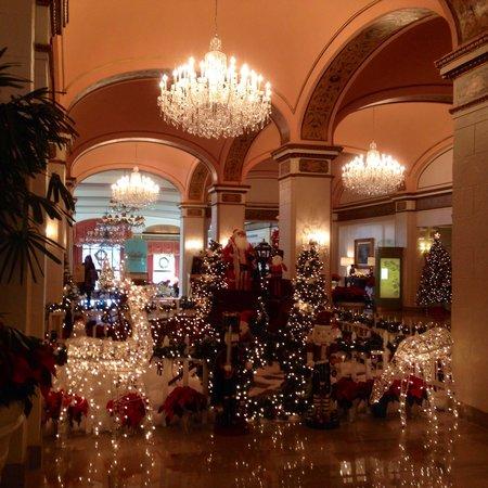 Omni Shoreham Hotel: Christmas decorations!