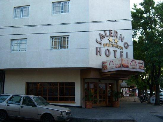 Hotel Salerno: Vista desde afuera