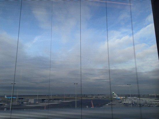 citizenM Schiphol Airport: Вид из окна!