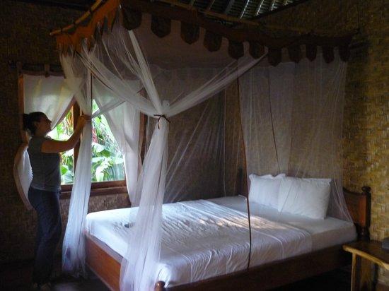 Merta Sari Balangan Bungalows: cama