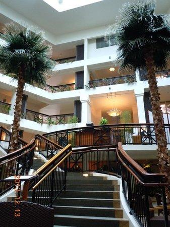 Hilton Guam Resort & Spa: ラウンジ吹き抜け