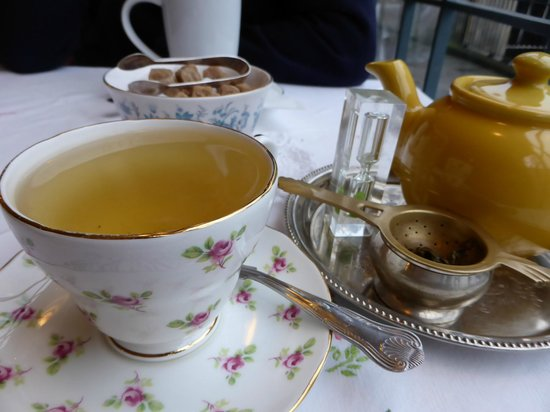 Old Time Vintage Tea Rooms : Oolong tea and egg-timer