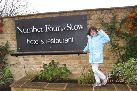 Number Four at Stow Hotel & Restaurant: Entrance to hotel grounds
