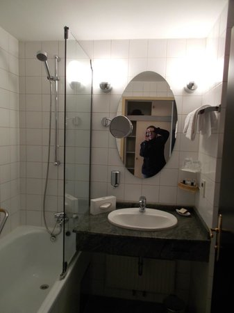 Danubius Grand Hotel Margitsziget : Просторная ванная