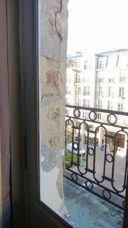 Kyriad Reims Centre: état de la fenêtre