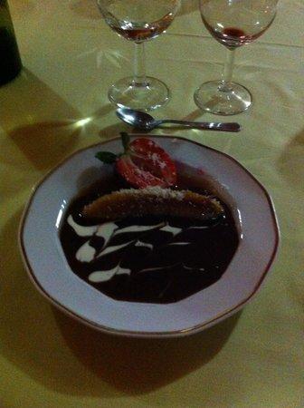 L'Estagnon: Au dessert banane flambée au rhum, coulis chocolat!