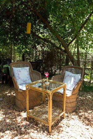 Naturellement Garden Cafe: Outer garden table