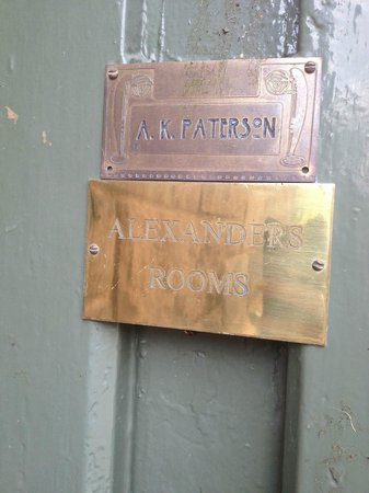 Alexanders Rooms: door