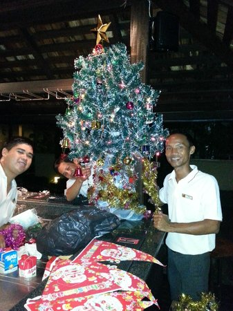 The Passage Samui Villas & Resort: Franco, Roger and Chan getting ready for Christmas!!