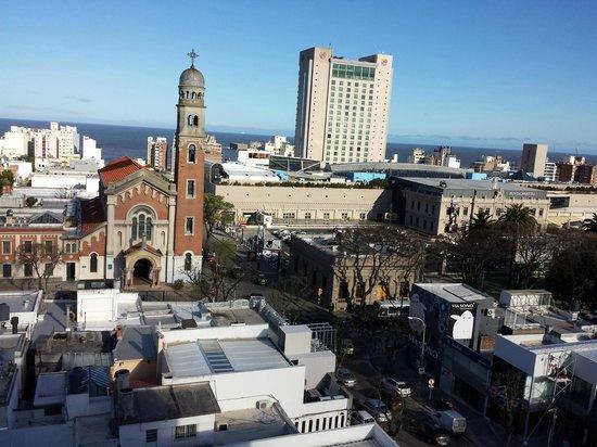 Regency Golf Hotel: Shopping Punta Carretas e ao fundo o Rio de la Plata
