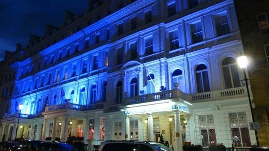 Lancaster Gate Hotel : A warm welcome inside