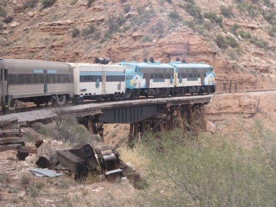 Verde Canyon Railroad : Entering the canyon