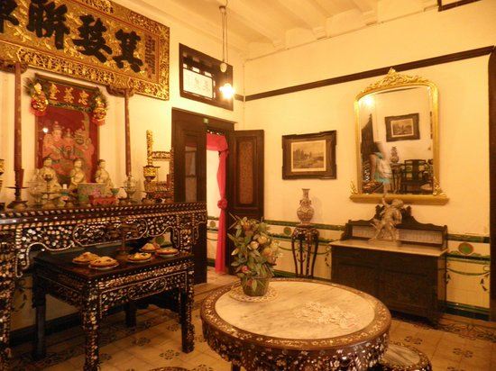 Baba & Nyonya Heritage Museum : the altar and dining hall
