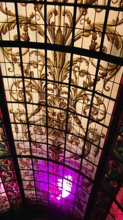 Hotel Infante Sagres: vitrail de cage d'escalier