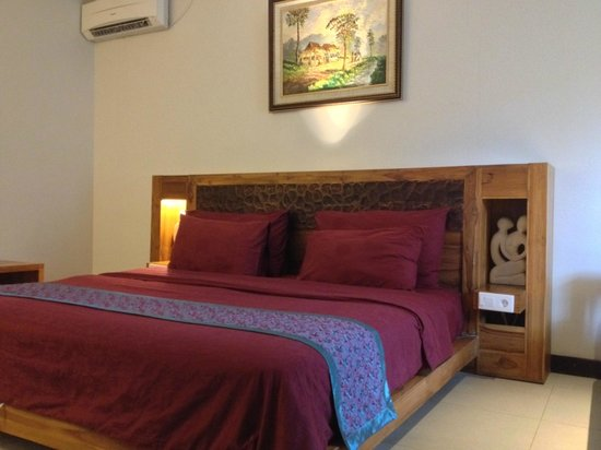 Aston Sunset Beach Resort: Queen size bed