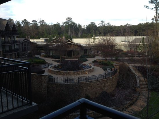 The Lodge and Spa at Callaway Gardens: Balcony view of the fountain