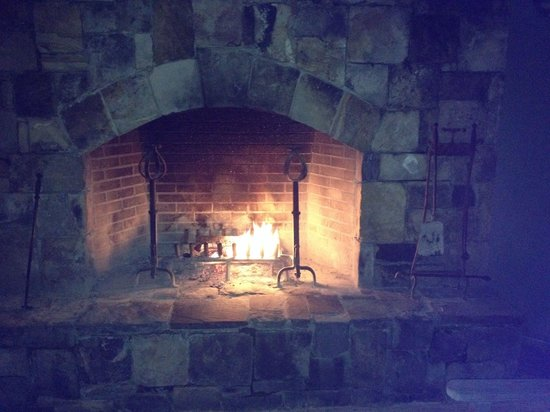 The Lodge and Spa at Callaway Gardens: Outdoor fireplace